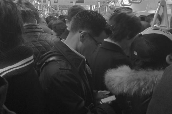 Mobile - Japonais et téléphone dans le train